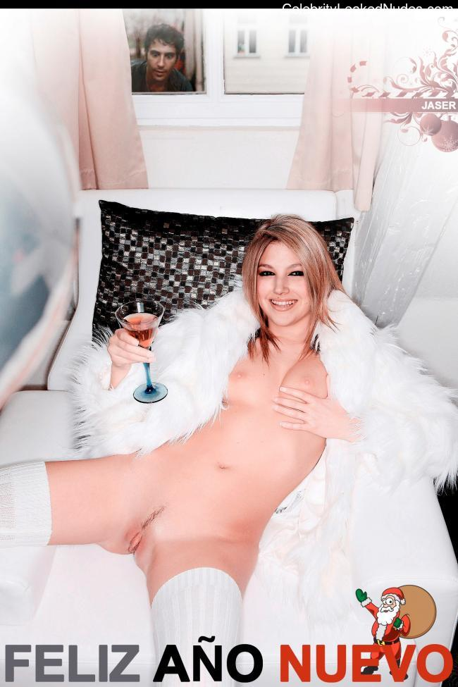 celeb nude Úrsula Corberó 2 pic