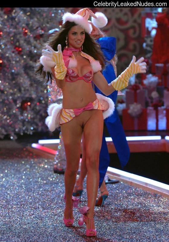 Celeb Nude Adriana Lima 13 pic