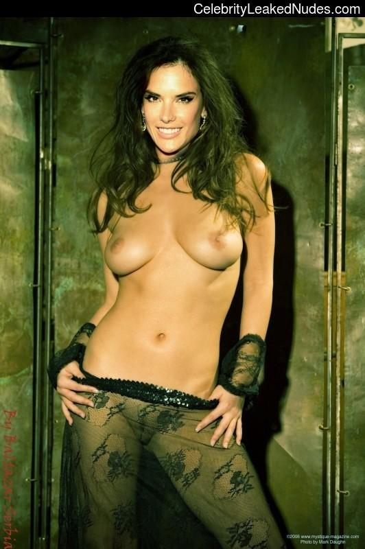 Celeb Nude Alessandra Ambrósio 2 pic