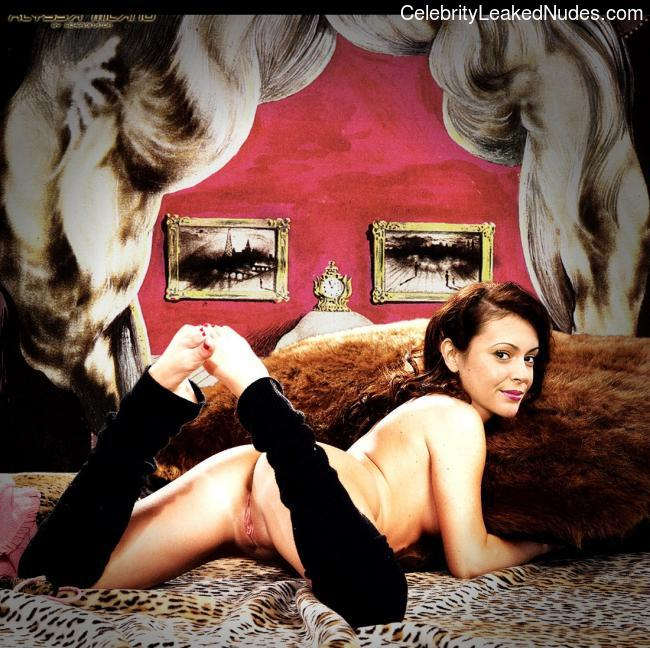 Real Celebrity Nude Alyssa Milano 19 pic