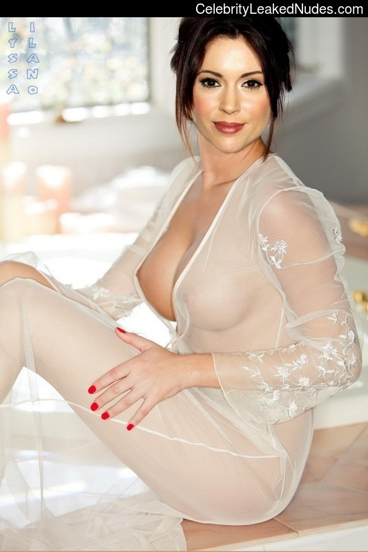 Celeb Naked Alyssa Milano 18 pic