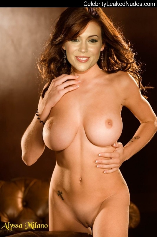 nude celebrities Alyssa Milano 19 pic