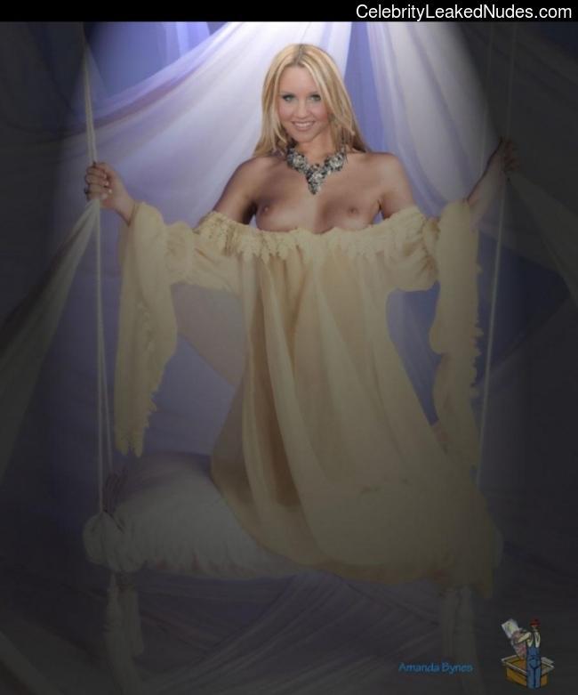 naked Amanda Bynes 20 pic