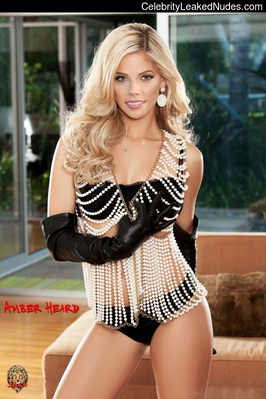 Celeb Naked Amber Heard 18 pic