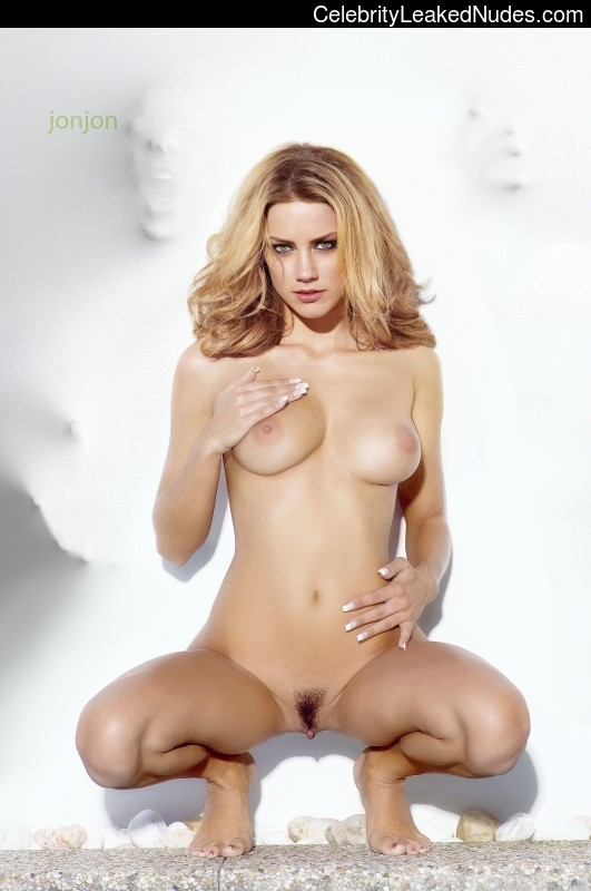 Famous Nude Amber Heard 21 pic