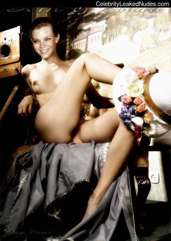Free Nude Celeb Amy Smart 14 pic