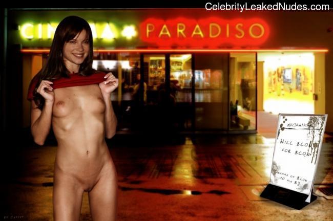 celeb nude Amy Smart 24 pic