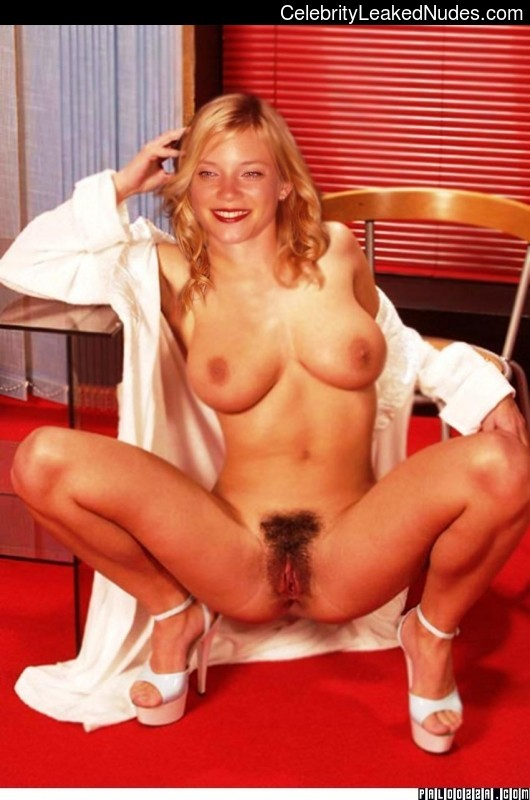 Naked Celebrity Pic Amy Smart 23 pic
