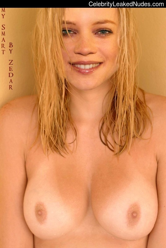 Celeb Naked Amy Smart 6 pic