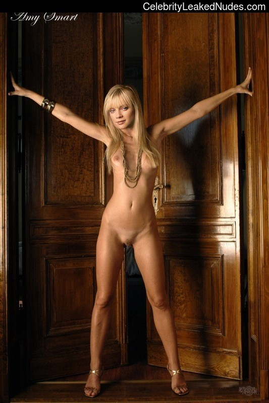 naked Amy Smart 8 pic