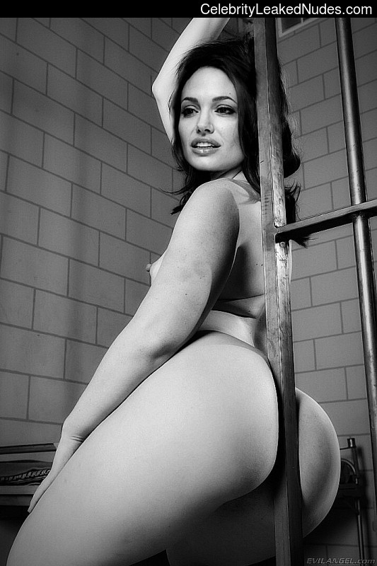 Nude Celeb Angelina Jolie 2 pic