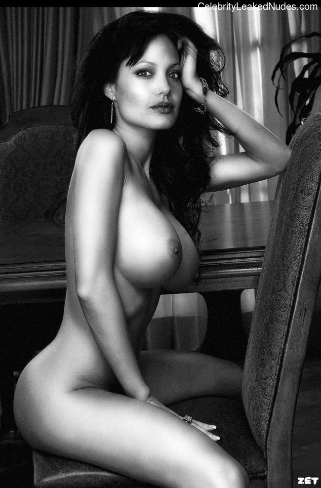 nude celebrities Angelina Jolie 26 pic