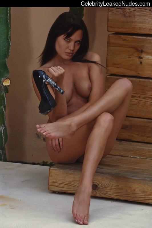 naked Angelina Jolie 19 pic