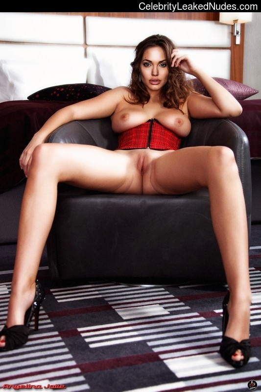 Nude Celeb Angelina Jolie 1 pic