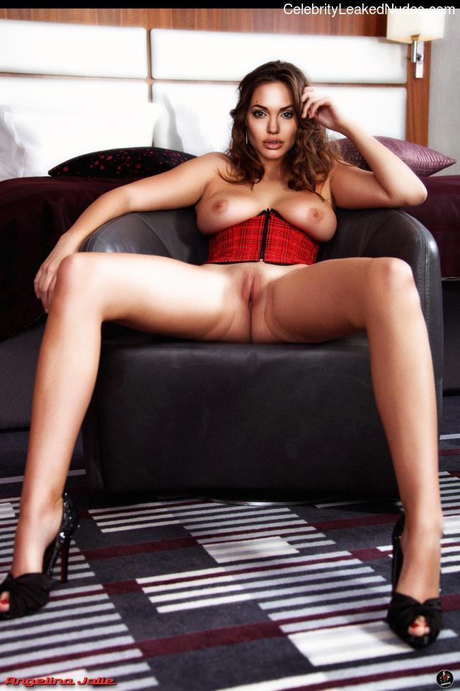 naked Angelina Jolie 4 pic