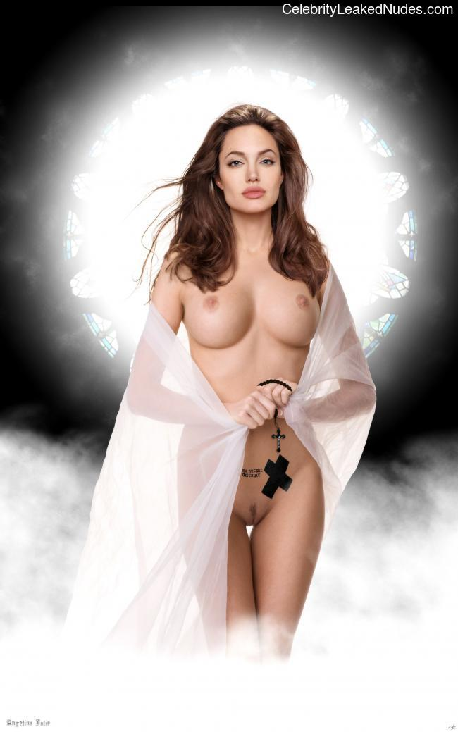 Celebrity Nude Pic Angelina Jolie 5 pic