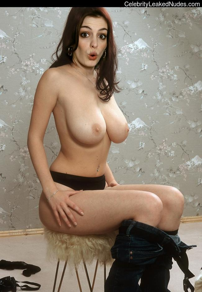 Free Nude Celeb Anne Hathaway 22 pic