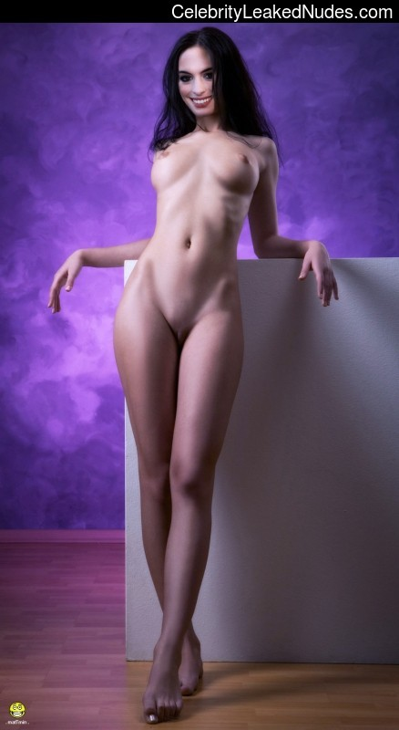 Famous Nude Anne Hathaway 17 pic