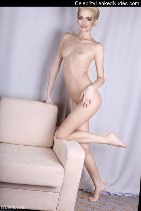 Celebrity Leaked Nude Photo Anne Hathaway 21 pic