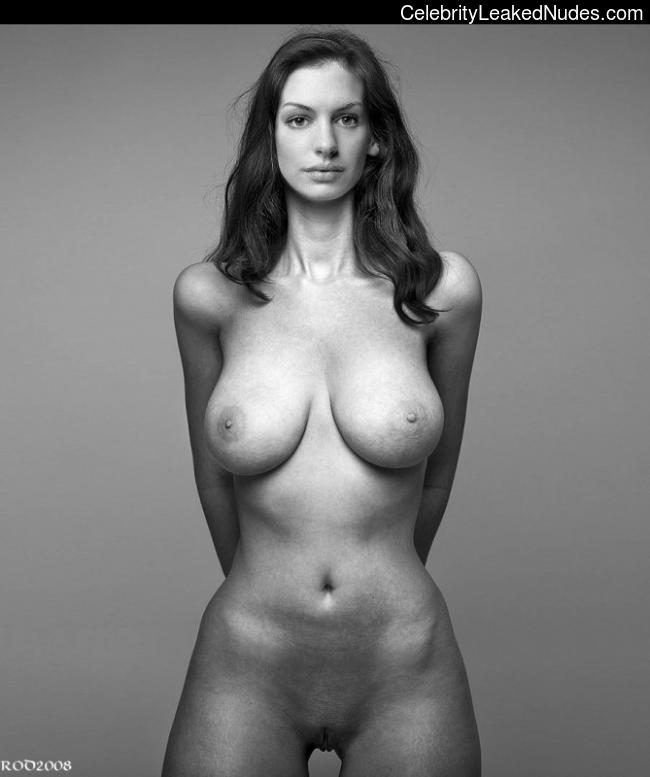 Nude Celeb Anne Hathaway 26 pic