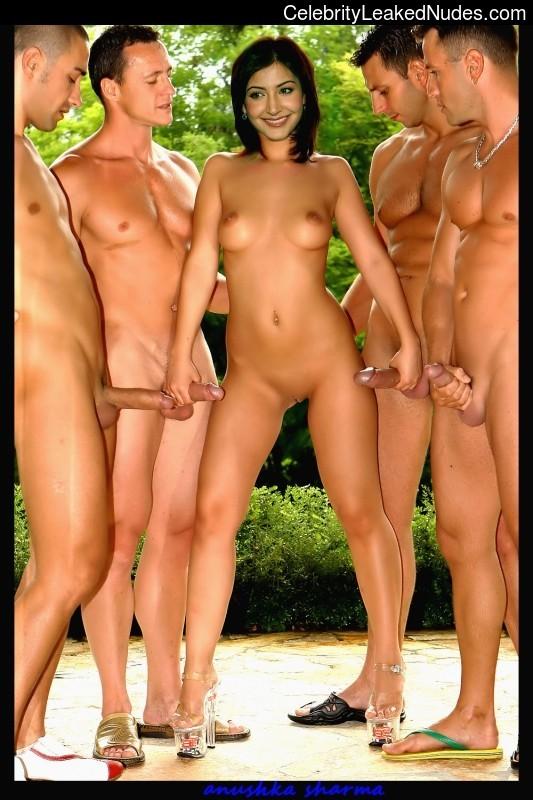 Nude Celeb Pic Anushka Sharma 10 pic