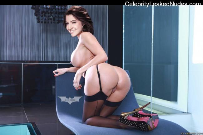Naked Celebrity Pic Anushka Sharma 17 pic