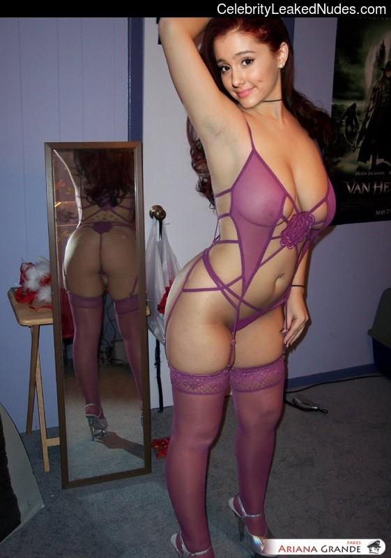 Famous Nude Ariana Grande 4 pic
