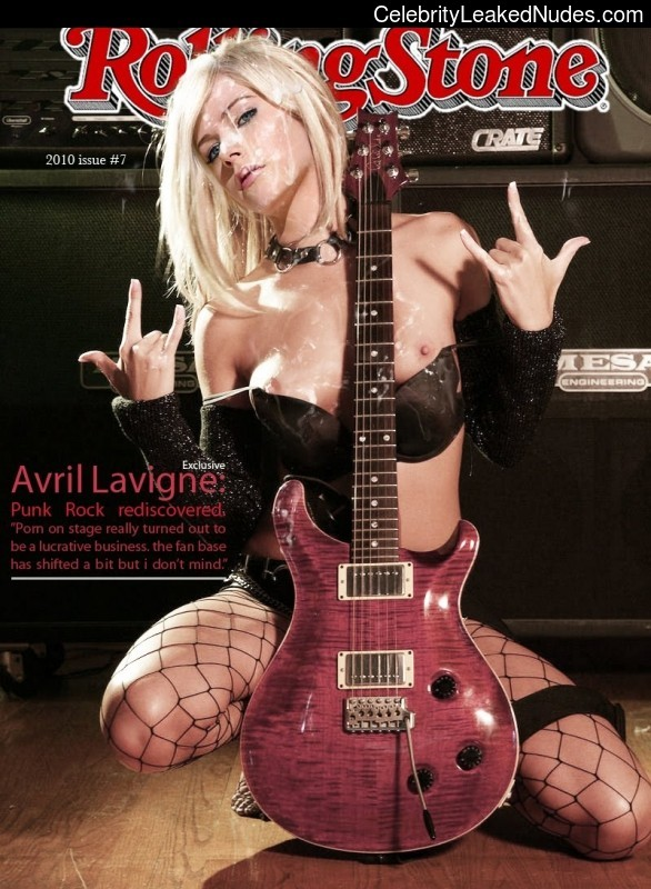 Nude Celeb Pic Avril Lavigne 4 pic