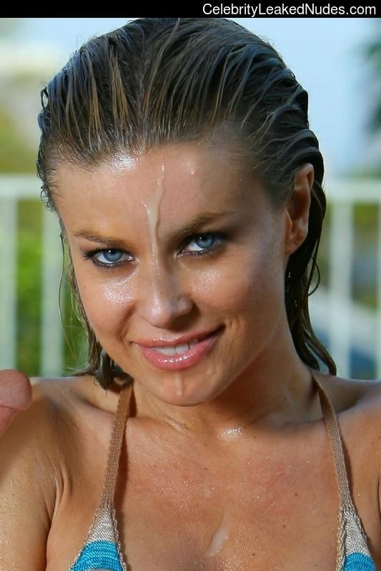 Naked Celebrity Carmen Electra 19 pic
