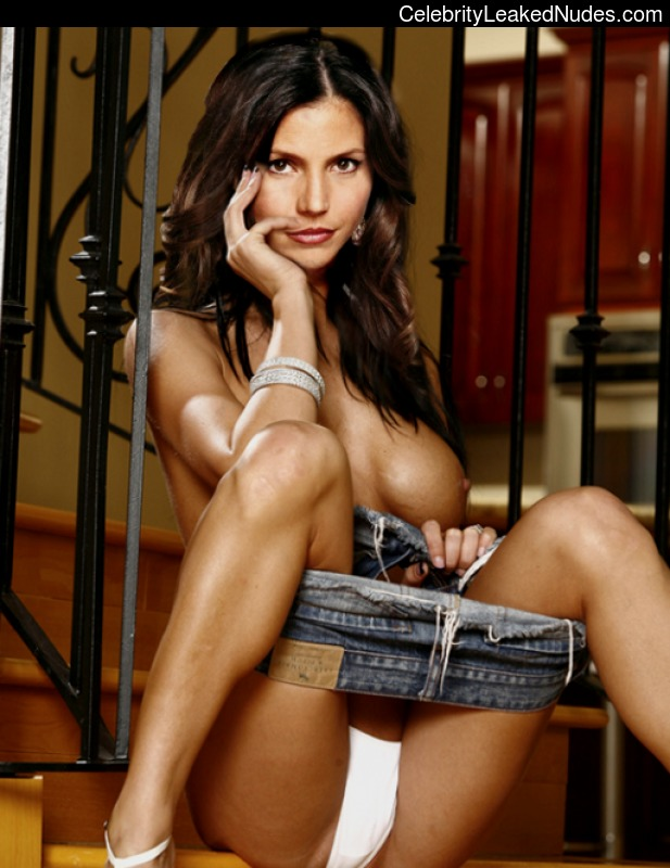 Naked Celebrity Pic Charisma Carpenter 23 pic