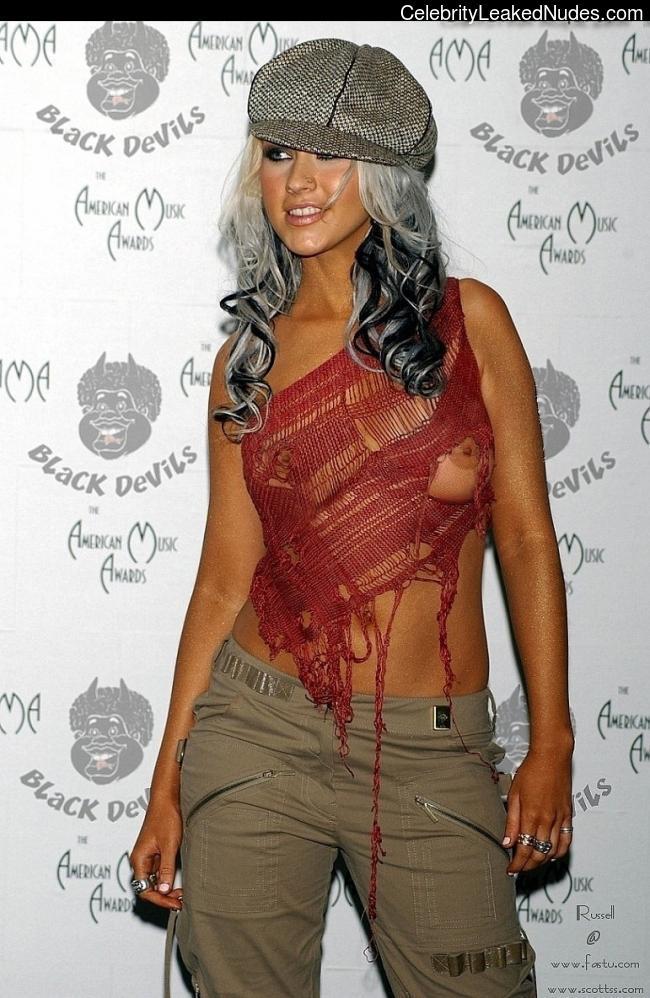 Famous Nude Christina Aguilera 7 pic