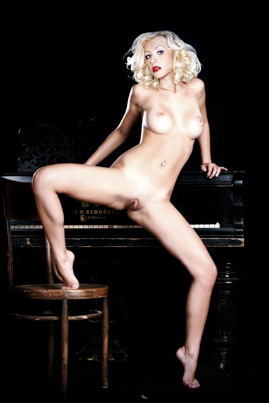 Naked celebrity picture Christina Aguilera 2 pic