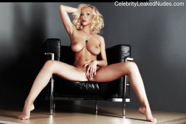 Nude Celeb Pic Christina Aguilera 14 pic