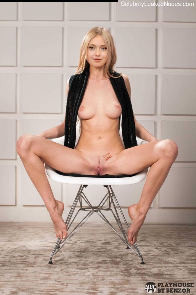 Famous Nude Dakota Fanning 1 pic
