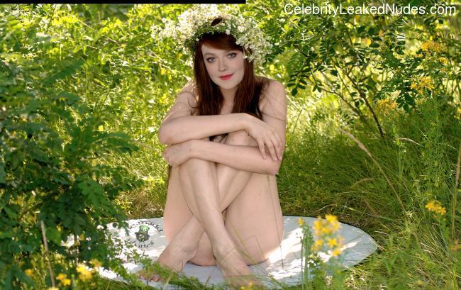 Best Celebrity Nude Dakota Fanning 3 pic