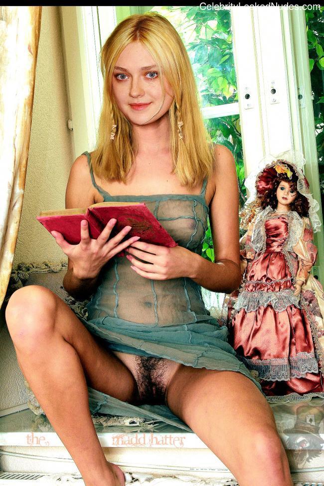 Naked Celebrity Pic Dakota Fanning 4 pic