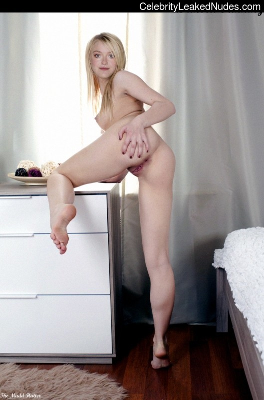 Dakota Fanning nude celebrity
