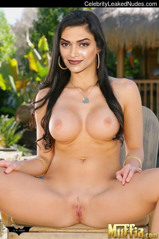 Nude Celeb Pic Deepika Padukone 2 pic