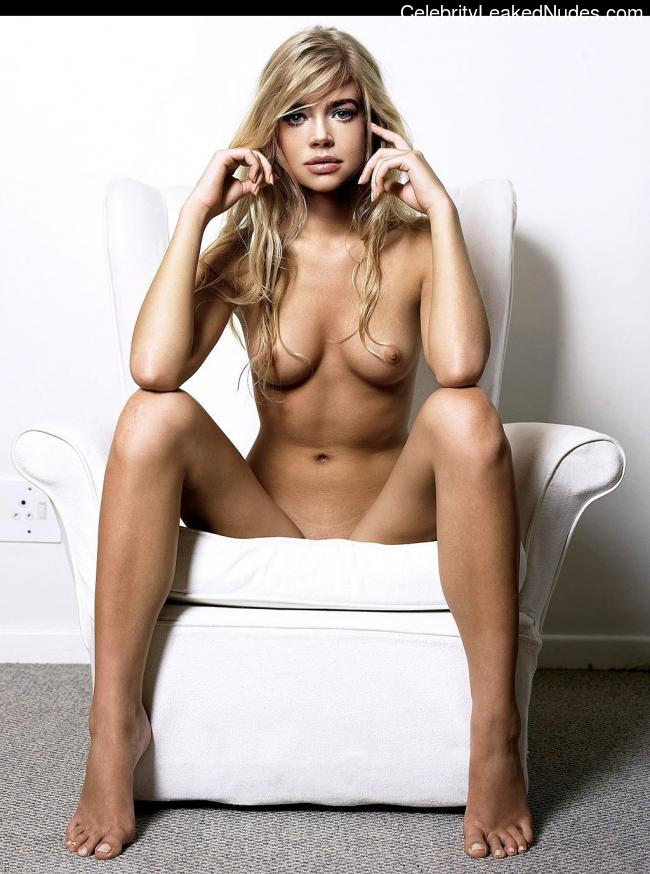 Famous Nude Denise Richards 3 pic