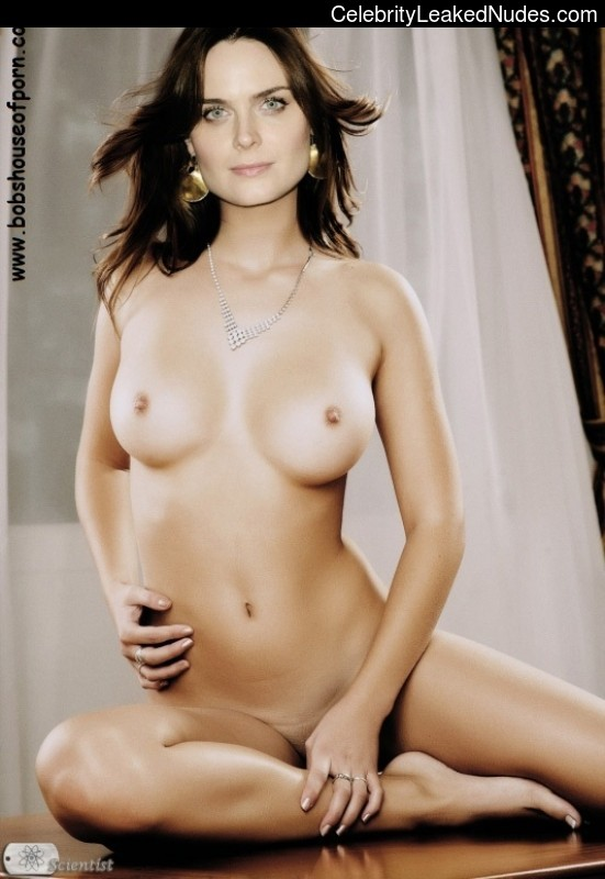 emily deschanel real nude