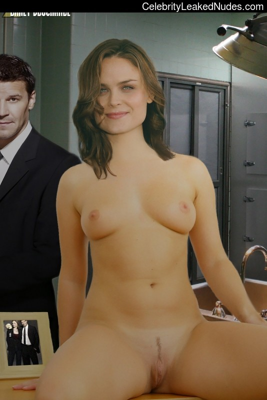 Celeb Naked Emily Deschanel 17 pic