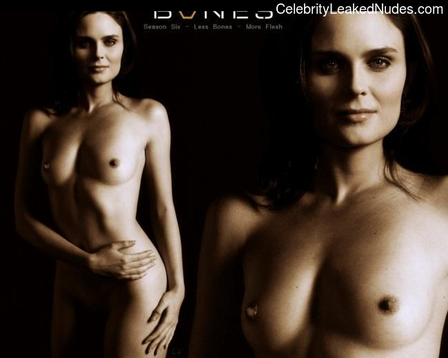 Nude Celebrity Picture Emily Deschanel 19 pic