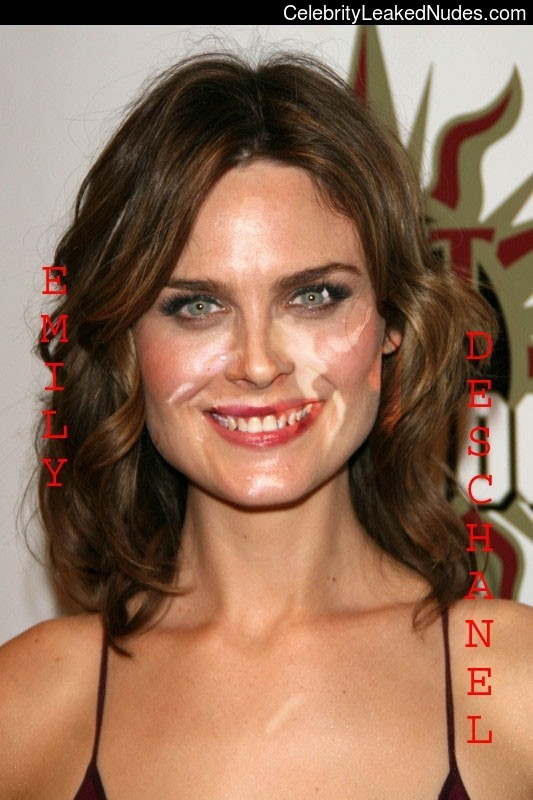 Real Celebrity Nude Emily Deschanel 29 pic