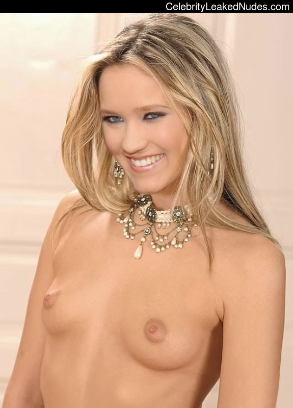 Nude Celebrity Picture Emily Osment 12 pic