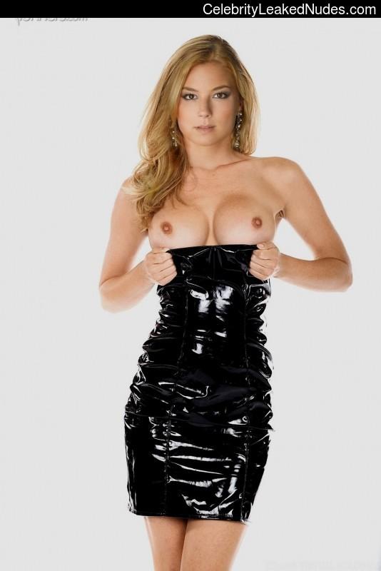 Celeb Nude Emily Van Camp 3 pic