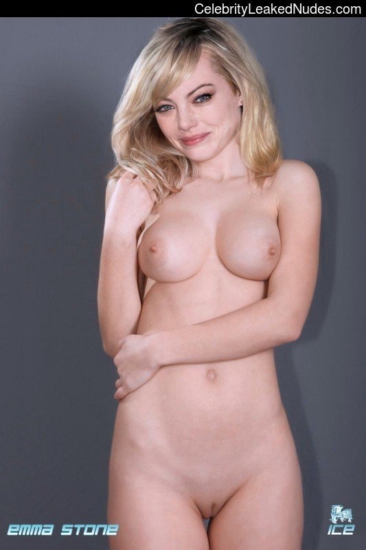 Famous Nude Emma Stone 6 pic