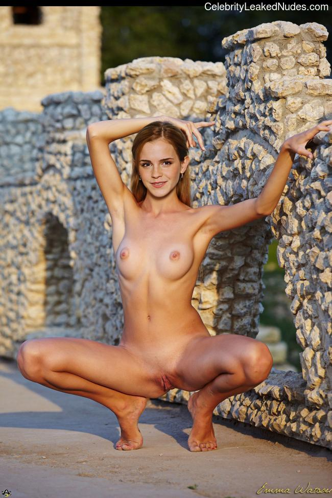 Celebrity Leaked Nude Photo Emma Watson 18 pic