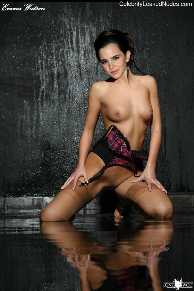 Free Nude Celeb Emma Watson 25 pic
