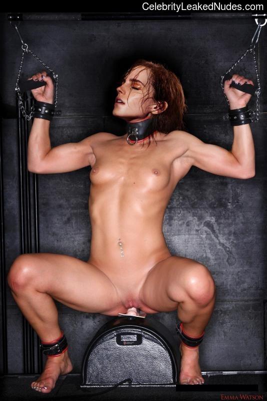 Famous Nude Emma Watson 19 pic