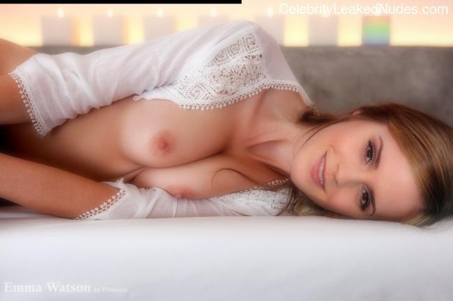 fake nude celebs Emma Watson 18 pic